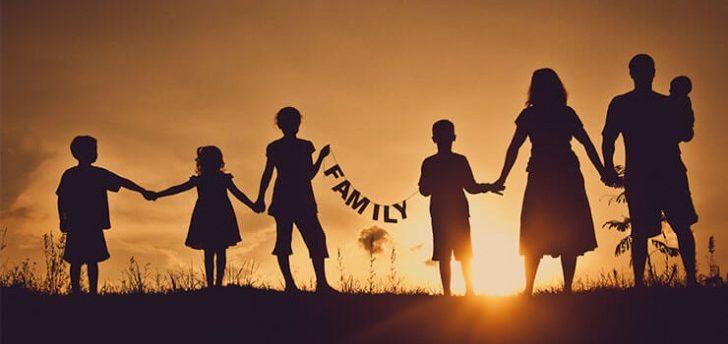 アメックスの家族カードは発行対象の家族の範囲が広く、発行可能枚数も多い!