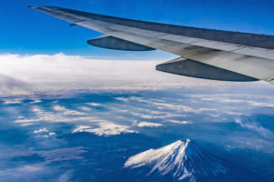 海外で活躍するアメックスのクレジットカードはマイルも貯めることが出来るってホント?